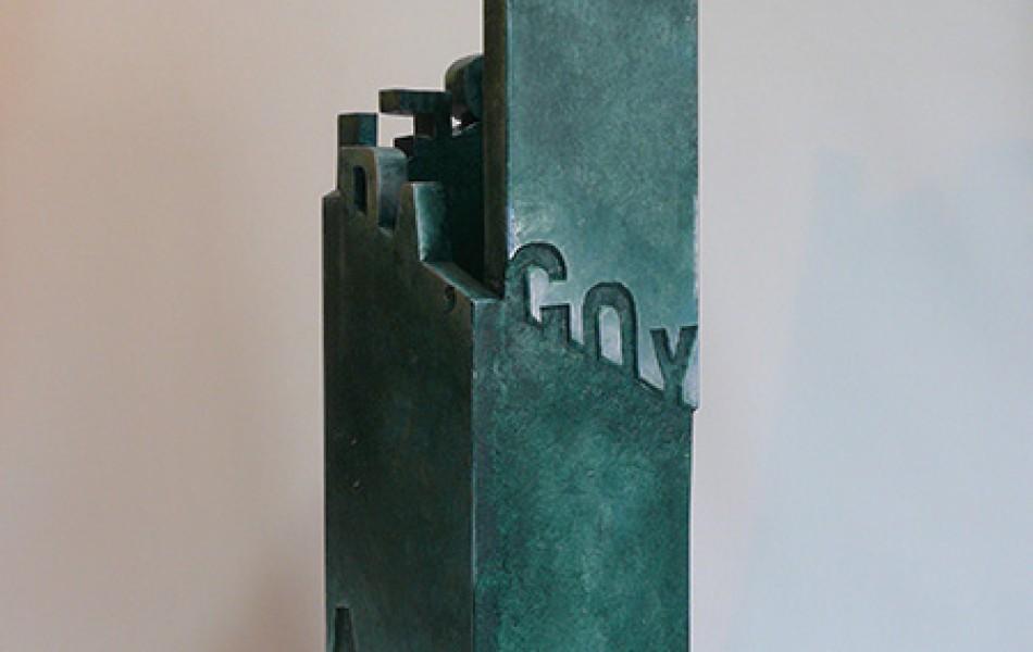 Merak. Luz sonreida, Goya, amarga luz 61 x 16 x 16 DM policromado